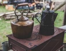 铜茶壶与黑茶壶