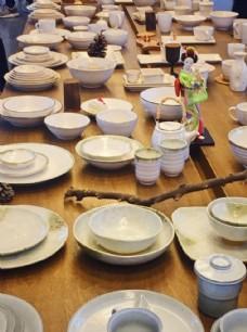 米白色日式餐具