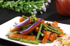 豆角炒紫茄