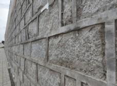 高高的石块院墙