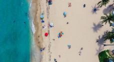 沙滩海边旅游景点人群背景素材