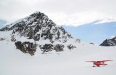 雪山飞机山峰简约留白背景素材