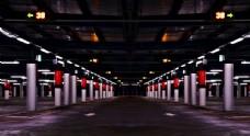 停车场夜晚仓库柱子背景素材
