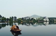 小鎮湖面旅游景點景區背景素材圖片