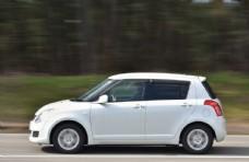 白色小轎車旅游汽車背景素材圖片