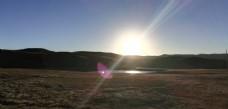 高山草原湖泊日出风景图片