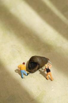 挖螺蛳的微缩人物模型图片