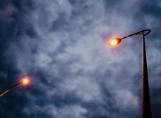 夜幕下的路灯图片