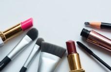 化妆工具组合摄影图片