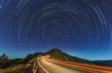 蓝色的晚上公路图片
